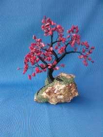 image cu copacel feng shui din sarma neagra si coral rosu
