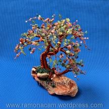 granat,piatra soarelui (sunstone) lepidolit margelute, peridot si serpentin