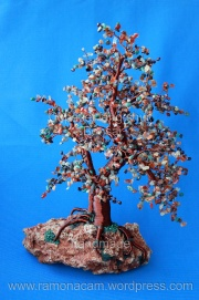 bonsai feng shui cu carnelian, citrin, aventurin rosu, chihlimbar, granat, labradorit, onix , pirita,  jad african